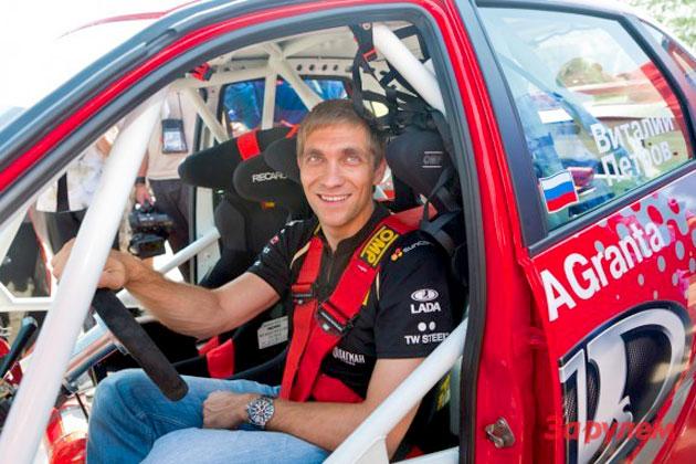 Виталий Петров за рулем Lada Granta Sport