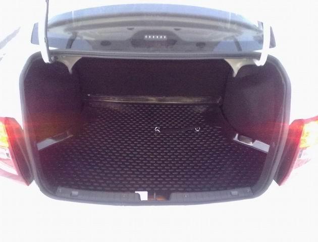 Коврик в багажник на Ладу Гранта
